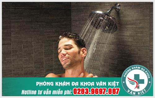 Cắt bao quy đầu có cần kiêng tắm không?