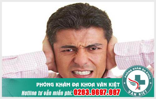 Đau vành tai ngoài là bị sao?