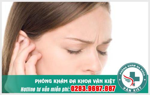 Phân biệt viêm tai giữa cấp và viêm tai keo