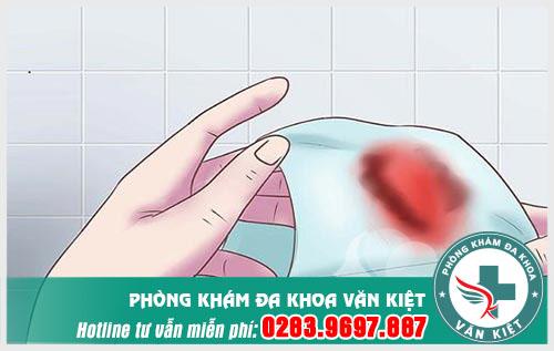 Ra máu sau khi quan hệ có thai không?